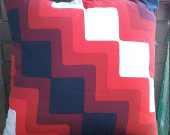 Red geometric cushion