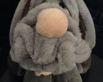 "Vintage 1980's WRINKLES 10"" Sitting Dog Plush Doll! Like NEW still has tag in ear!"