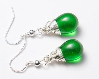 Emerald green earrings, silver wire wrapped. Green teardrop earrings. Green glass earrings.
