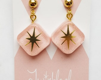 Peachy Pink - 1940s 1950s 1960s - Retro Reproduction Dangle Drop Earrings - Gold and Glitter - Atomic Starburst Diamond Shape - Vintage