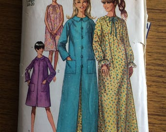 Simplicity 7363 1967 Night Dress and Dressing Gown Sewing Pattern 18-20