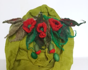 Felt necklace with decorative flowers and leaves. Felt necklace. Flowers from felt.