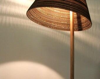 Floor lamp inclined cardboard, oak, concrete