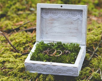 Wedding ring box with moss. Personalized ring bearer box. Custom ring holder. Wedding ring pillow. Distressed white ring box with lace.