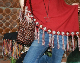 woman poncho with fringes ad crochet details
