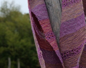 Wool Web scarf in purple with stripes and Lacemustern