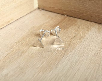 925 Sterling Silver 5mm Triangle Stud Earrings - Tiny Triangle Earrings - Minimalist Earrings - Geometric Stud Earrings - Cartilage helix