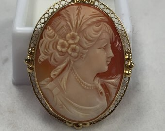 14kt Yellow Gold Lady's Classic Vintage Cameo Pin and Pendant Combination