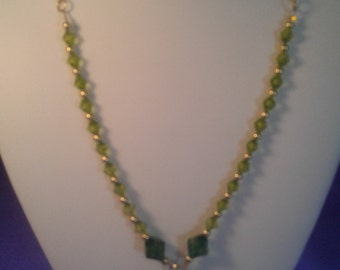 Simply pretty  green drop necklace women