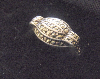Circa 1930s. Vintage Art Deco sterling silver and Marcasite ring