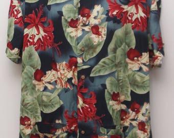"Rare 90's Vintage ""CHAPS RALPH LAUREN"" Hawaiian Patterned Short-Sleeve Shirt Sz: Medium (Men's Exclusive)"