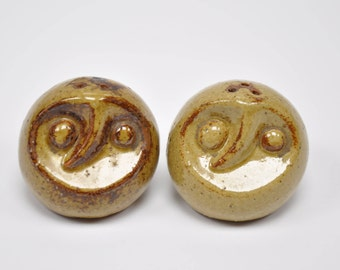 Vintage abstract Japanese owl salt and pepper shakers, midcentury salt and pepper shakers, abstract owl pottery, OMC Japan stoneware