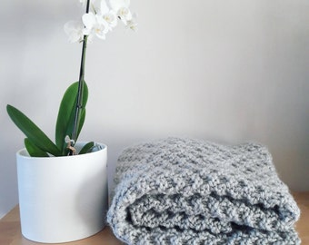 Knitted grey throw blanket | Home design