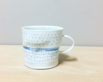 porcelain crumple cup with translucent bottom