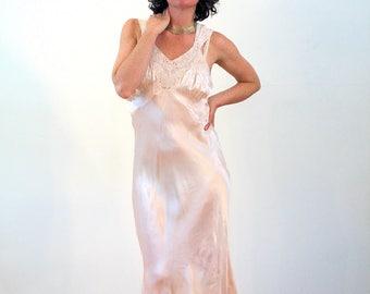 Adele, 1940s Slip Dress M 38, 40s Nightgown, Peach Satin Nightgown, Vintage Lace Slip, 40s Pink Nightie, Artemis Slip Gown, 1930s Slip Dress
