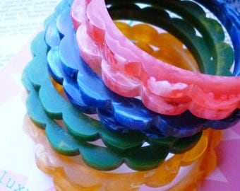 Re-Stocked! Cheery Brights 1940s bakelite inspired scalloped daisy marbled fakelite bangle bracelets by Luxulite