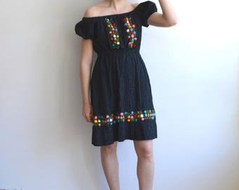 Vintage 70s Embroidered Mexican Off the Shoulder Dress/ Black Cotton Mini Dress/ Medium