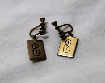 Vintage Monogrammed Screwback Earrings - Initial E