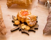 MTO-Miniature Food - Autumn Pumpkin-Shaped Brioche on Leaf-Shaped Board - 12th Scale Miniature Food