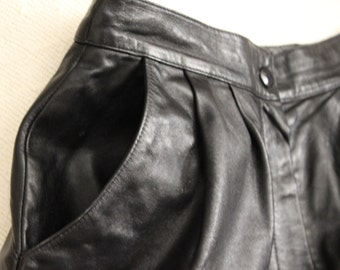 FREE SHIPPING Vintage Black Lambskin Ruth Wagner Leather Shorts Culottes  Size 8