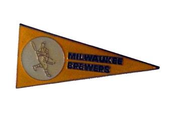 MILWAUKEE BREWERS Pennant mlb vintage enamel pin badge baseball Wisconsin
