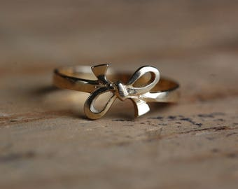 Vintage 14K yellow gold bow ring