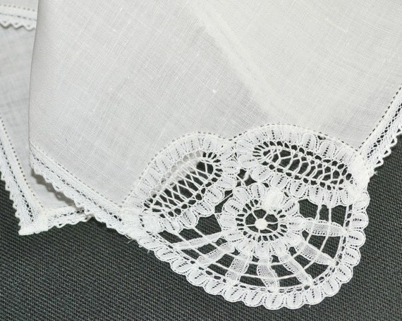 Brussels Lace VINTAGE WEDDING HANKIE, Wedding White Handkerchief Classic, Bridal, Brides Maid Mother of the Bride Excellent Condition
