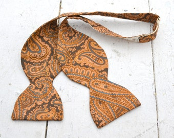1960s Brown Paisley Silk Medallion Bow Tie