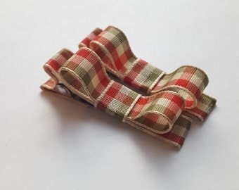 Christmas plaid hair bows-set of 2 mini baby hair bows--simple preppy bows--rustic hair accessories for baby toddler big girls