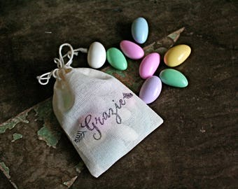 """Wedding favor bags, set of 50 drawstring cotton bags. Italian """"Grazie"""" on white cotton.  Perfect for customary sugared Jordan almonds."""