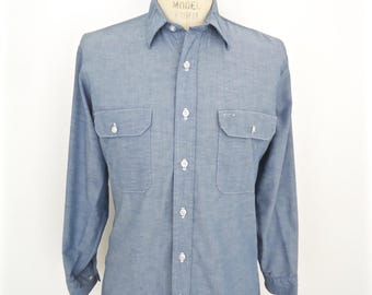 Vintage Fieldmaster Chambray Shirt / men's blue jean-style button-down work shirt / men's medium