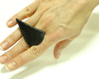 Ceramic cocktail ring, statement ring adjustable black triangle, big ring, handmade boho ring, bold ring, art to wear jewelry