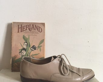 60s grey leather oxfords, lace-up pointed toe preppy shoes, flats, size 8.5  - vintage -