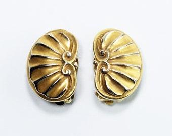MMA Earrings, Art Jewelry, Vintage Metropolitan Museum of Art MMA 1984 Gold Tone Scallop Shell Clip On Earrings