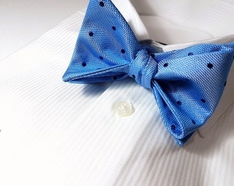 SELF TIED Bow Tie with Polka Dots in Cornflower Blue and Midnight Navy