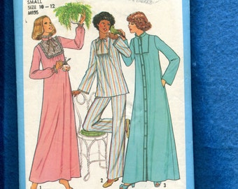 Vintage 1977  Simplicity 8163 Lace Trimmed Nightgown Pajamas & Robe Size 10/12 SMALL