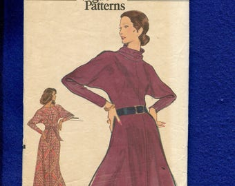 1970's Vogue 8436 Flared Cowl Neck Dress with Tapered Dolman Sleeves Size 8
