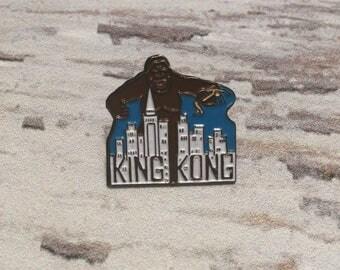 King Kong Pin . Vintage Enamel Badge . Lapel Pin . Movie Pin .