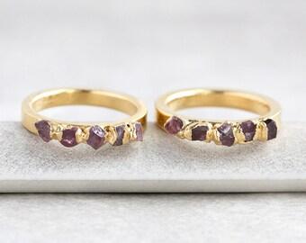 anello rubino grezzo / raw anello portafortuna / raw anello di cristallo / raw anello granato / luglio anello portafortuna / rough crystal ring / anello di pietra preziosa di massima