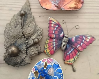 Three vintage brooches and a dress clip