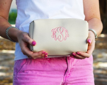 Monogrammed Make Up Bag | Monogram Cosmetic Bag | Travel Case | Vegan Leather Makeup Bag | Gift for Her | Bridesmaid Gifts | Multiple Colors