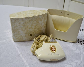 Vintage Lady Kenmore Electric Razor Cord and Case Cream and Gold Model 820 9395 Panchosporch