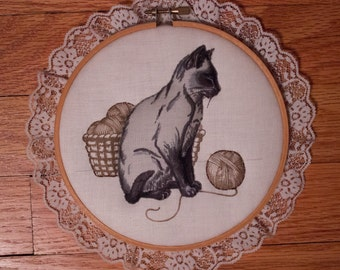 Vintage Handmade 3D Cat Lace Trim Embroidery Hoop Wall Décor