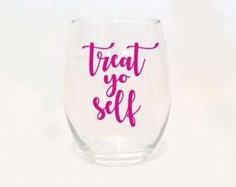 Custom Colors - Stemless Wine - Treat Yo Self Script / Funny / Gift / Present / Parks and Rec Recreation / TV Show / Fun Wine Glass
