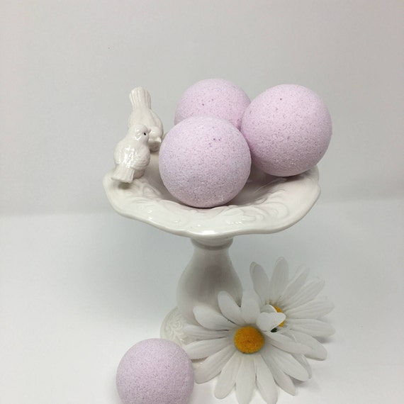 Lavender Scented Bath Bombs, Aromatherapy Bath Bombs, Bath and Body Shower Bombs, Bath Bomb Gift for Her, Bath and Beauty Spa Gift