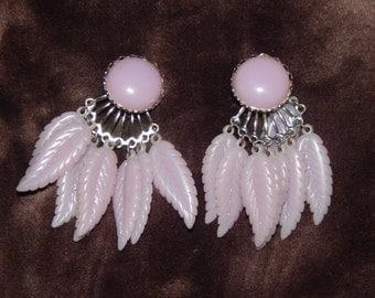 Vintage Light Purple Earrings Plastic Clip On Purple Feather Dangle Drop Vintage Earrings