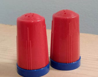 Small Red and Blue Plastic Modglin's vintage Salt and Pepper Shakers, art deco, kitchen cooking accessory