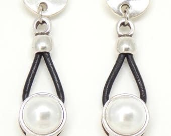 Leather and Pearl Earrings, Pearl Earrings, Leather and Silver Earrings in the Uno de 50 Style