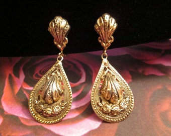 Earrings - Marino - Screw Back - Roses - Highly Detailed - Lightweight - Very Nice Vintage Condition - with Free Shipping