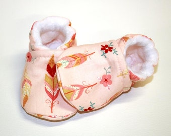 Baby Feathers Shoes, baby shoes, crib shoes, baby booties, soft sole, peach, baby moccs, kids shoes, baby girl, baby shoes girl, newborn